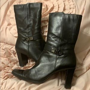 Bandolino black leather short boots. 3 in heel